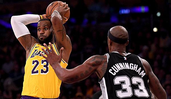 02f3c5d4c NBA  LeBron between heaven and hell at Lakers bankruptcy after extension